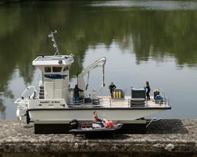 La barge et son canot