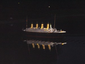 Le Titanic lors de son spectacle nocturne
